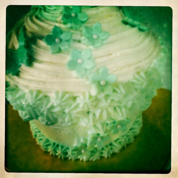 Little close up of the gorgeous flowers and butterflies on the Giant Cupcake