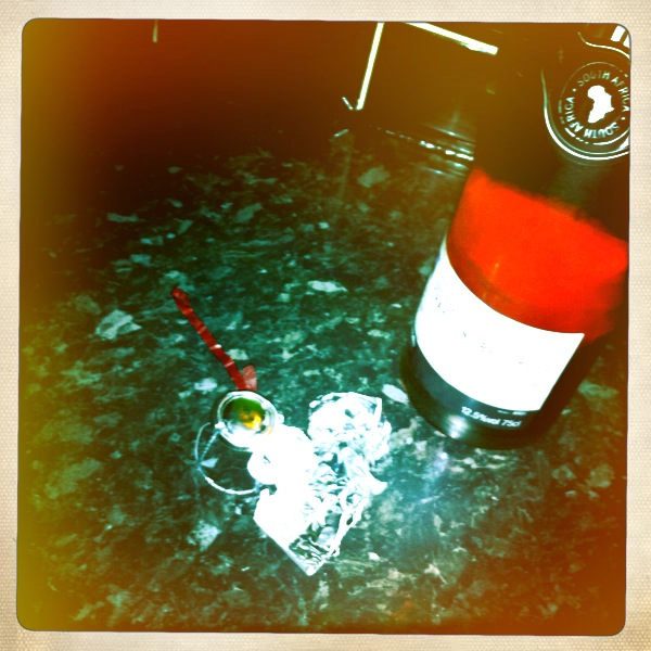 Pink Fizz to wash the 3 course meal down with and Nat King Cole tunes to listen to!