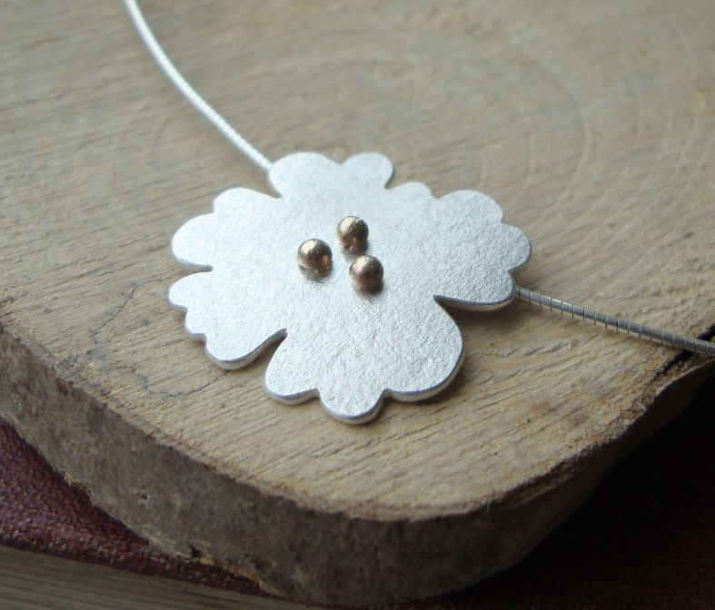 Silver flora pendant