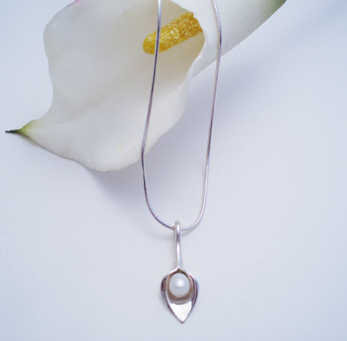 Silver lily necklace with white fresh water pearl