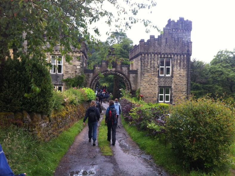 Walk to Castle Carr fountain