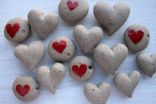 Ceramic hearts and pebbles ideal for Mothers' Day presents