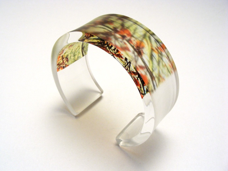 Red and green leaves bangle