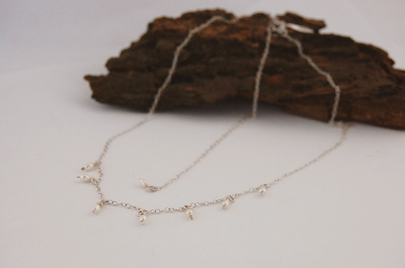 Silver pearly necklace