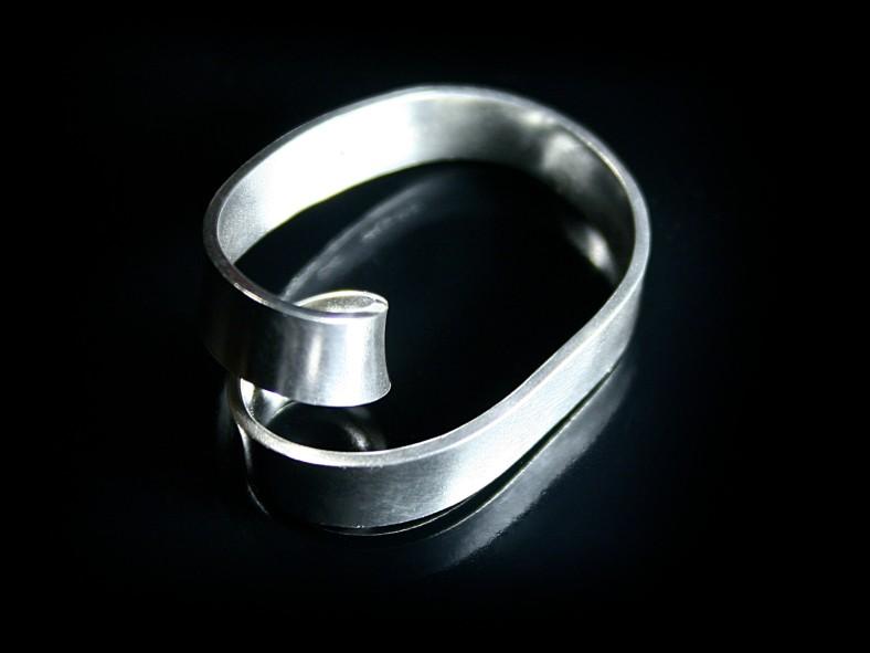 Ribbon Loop Silver Ring