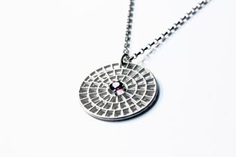 Necklace with semi-precious stone