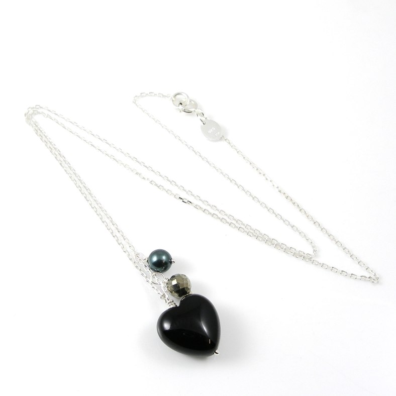 Black onyx heart necklace with pearls