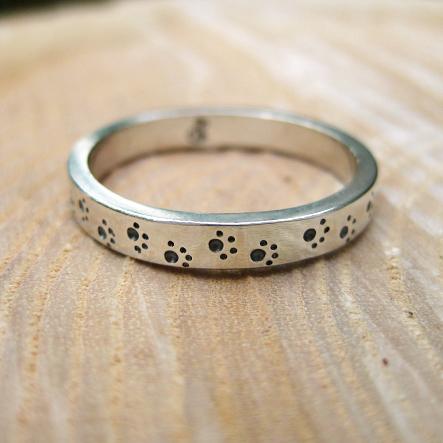 Dog footprint ring