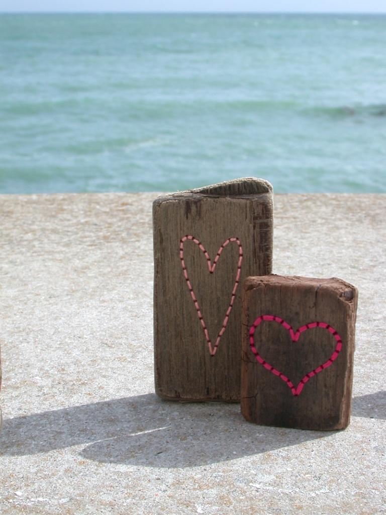 Driftwood Hearts - Ella Robinson