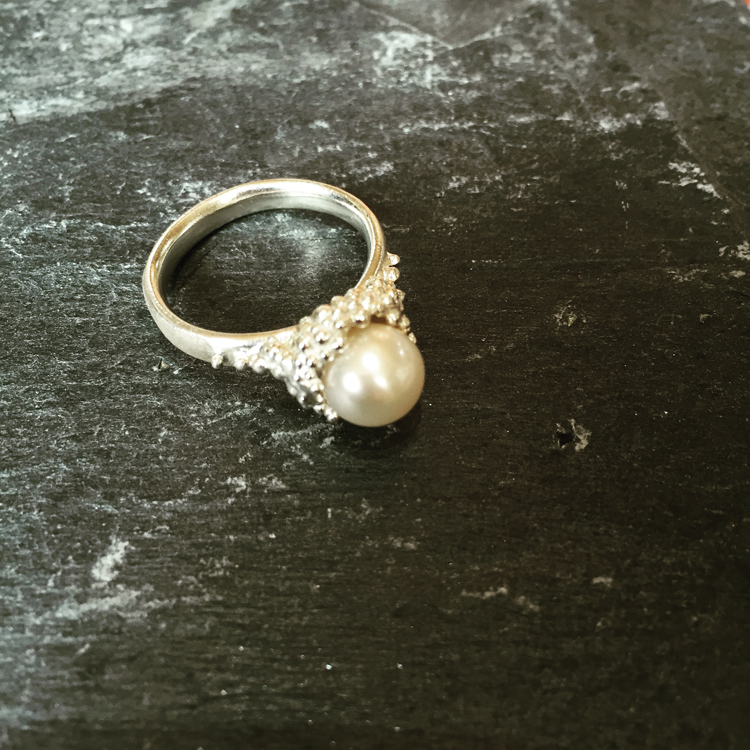 Granule ring set with freshwater pearl