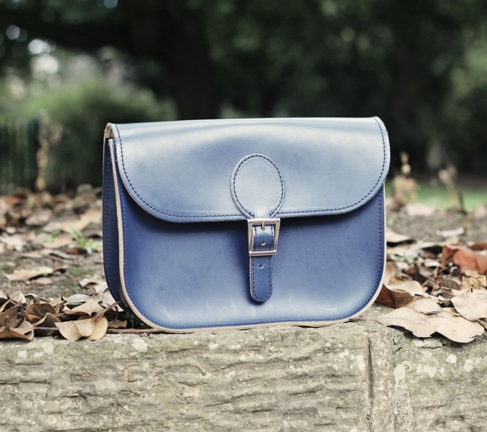 Full Pint leather bag in navy blue