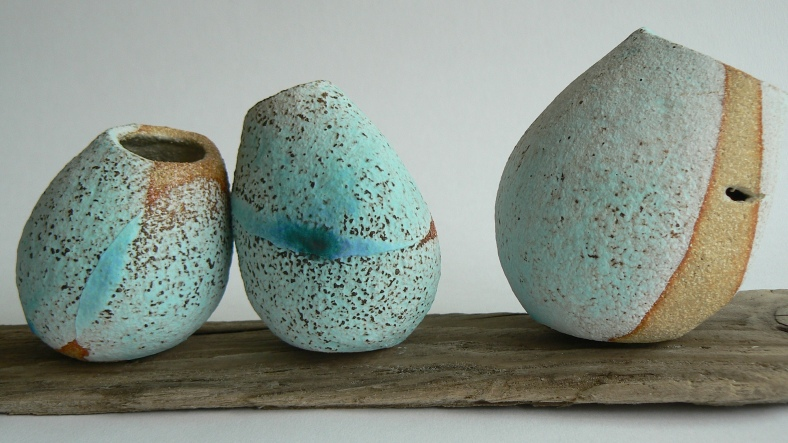 Tactile pots reminiscent of stones on the beach