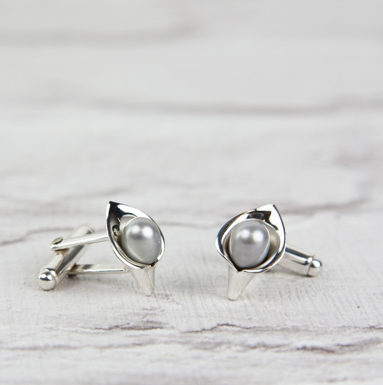 cl32 g lily cufflinks grey £140