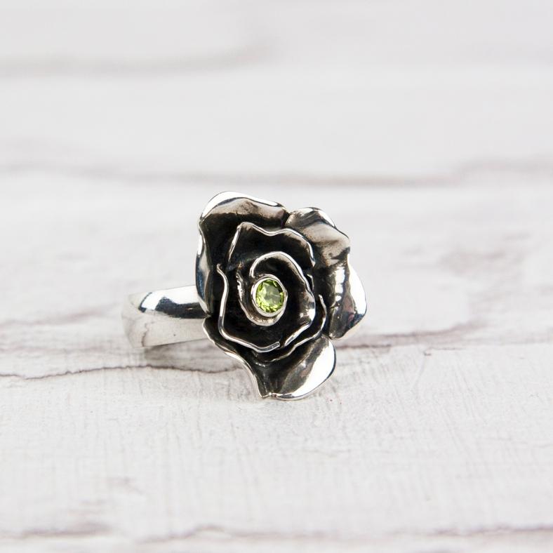 mrr ox p medium ring oxidised rose and peridot £175